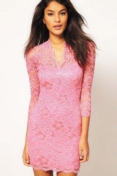 Розовое гипюровое платье с V-образным вырезом ASOS со скидкой